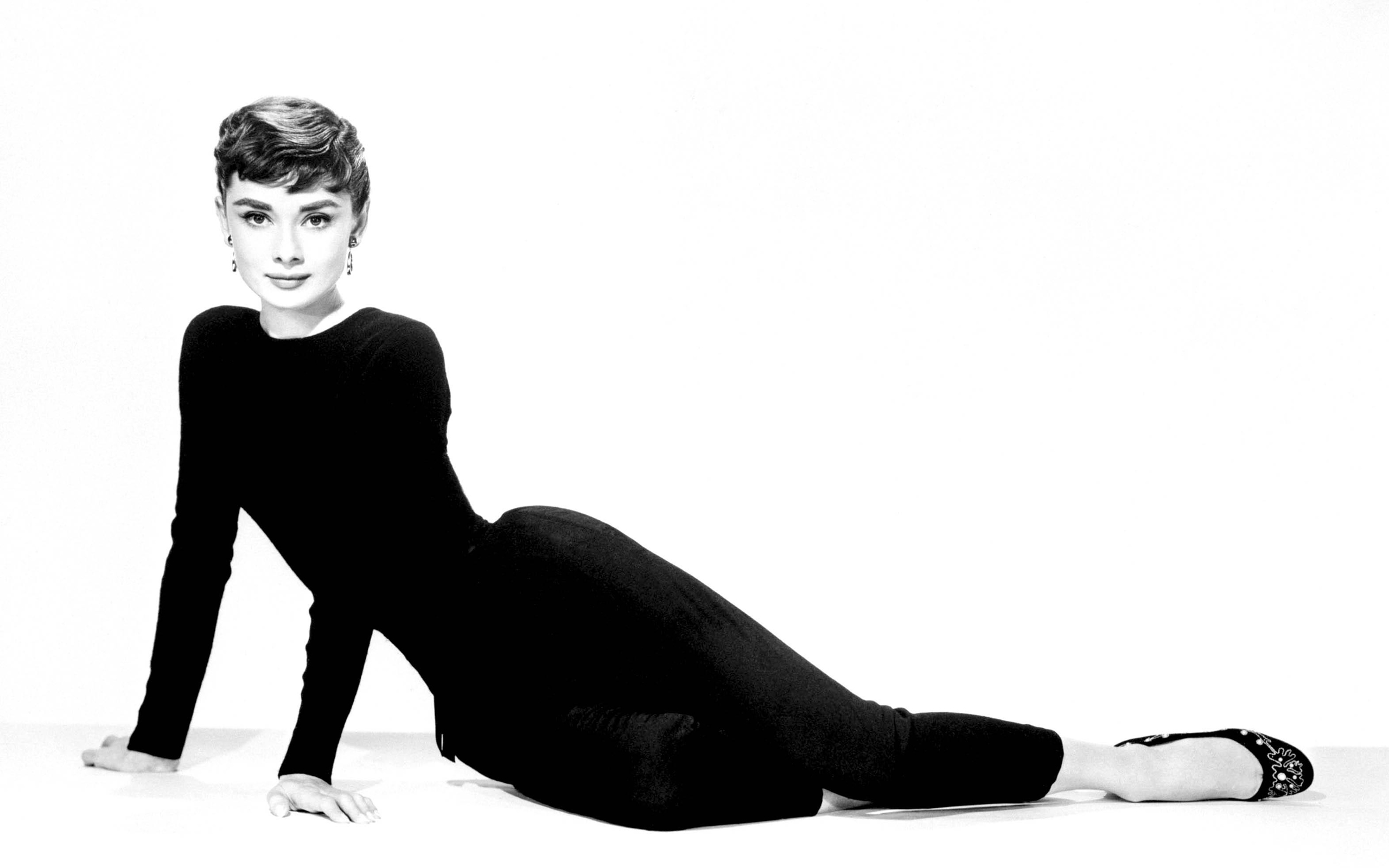 32bfda4b6a4 Audrey-Hepburn-Wallpaper-8. We ladies have the fashion forward
